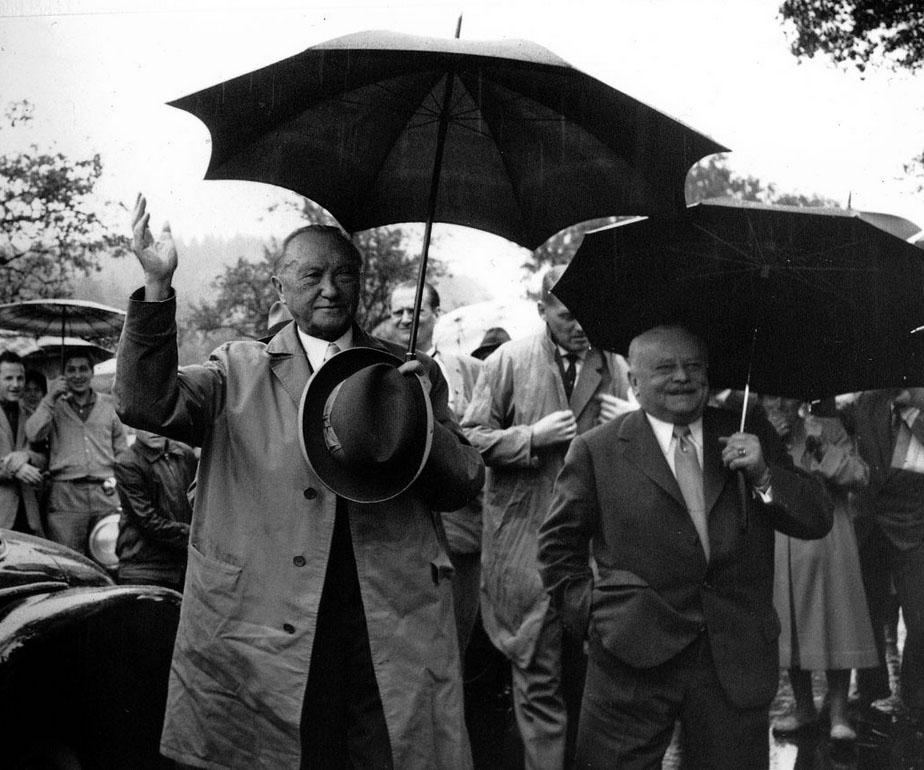Geschichte - Oskar Farny mit dem Bundeskanzler Konrad Adenauer